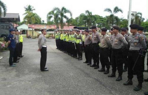 Seratusan Polisi dari Kampar Dikerahkan di Sepanjang Jalur Lintas Riau-Sumbar untuk Cegah Macet Libur Panjang