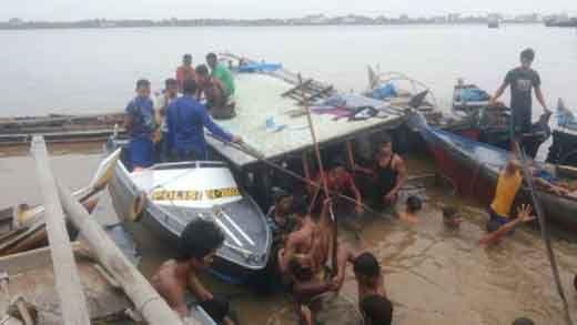 Kapal Bermuatan Kelapa dan Batubra Tabrakan di Perairan Sungai Guntung Inhil