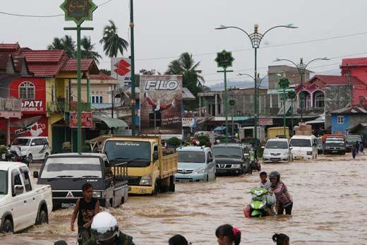 Dua Sungai di Rohul Meluap Usai Hujan Deras 3 Jam, Ratusan Rumah dan Pasar Terendam