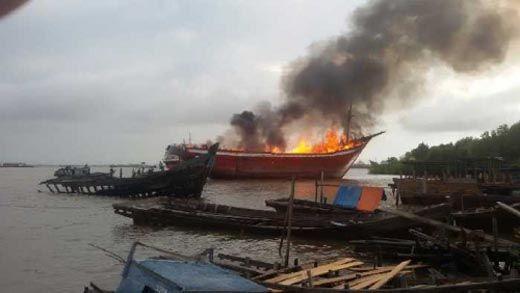 Kapal Pengangkut Sembako Terbakar di Dumai, ABK Loncat ke Laut