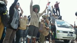 Tuntut Tanahnya yang Dikuasai PT Ivo Mas Tunggal Dikembalikan, Warga Suku Sakai Jalan Kaki dari Kandis ke Pekanbaru, Ingin Jumpa Gubernur Riau