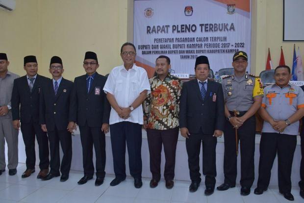 KPU Tetapkan Pasangan Azis-Catur sebagai Bupati dan Wakil Bupati Kampar Terpilih