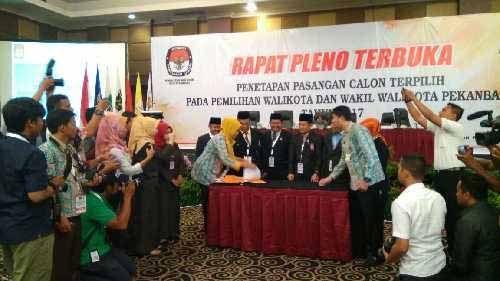 Firdaus-Ayat Ditetapkan sebagai Wali Kota dan Wakil Wali Kota Pekanbaru