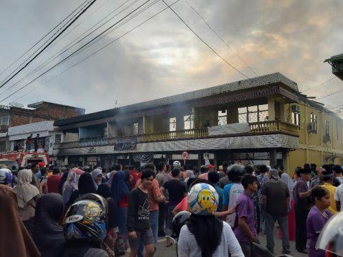"""Warga Hong Kong Tewas Terpanggang dalam Kebakaran Ruko di Telukkuantan, Korban Rencananya Akan Mengikuti """"Sembahyang Kuburan"""""""