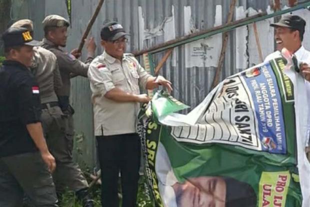Masa Tenang, 2.500 Petugas Langsung Bersihkan APK Pemilu 2019 di Riau
