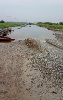 parahnya-kerusakan-jalan-penghubung-dua-kabupaten-di-riau-hingga-warga-yang-melintas-pun-harus