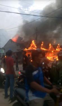 diduga-lupa-matikan-kompor-5-rumah-terbakar-di-pangkalankerinci