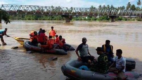 Hingga Sore Tadi Tim Pencari Belum Temukan Nazwir, Warga Desa Kinali yang Hanyut di Sungai Kuantan, Keponakannya Selamat