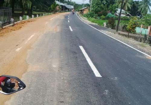 Baru Dikerjakan dengan Biaya Miliaran Rupiah, Jalan Lintas Pangean - Lepau Gading Benai di Kuansing Sudah Bergelombang, Warga: Mungkin Pengerjaannya Dikebut Satu Malam