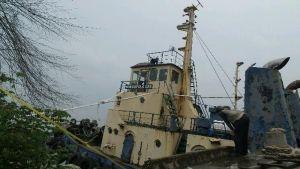Berharap Anaknya yang Hilang setelah Meloncat dari Kapal Karam Segera Ditemukan, Cut Rela Bermalam Dekat Bangkai Kapal Marcopolo 129