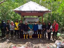 selamatkan-hutan-mangrove-politeknik-negeri-bengkalis-serahkan-pondok-kerja-budi-daya
