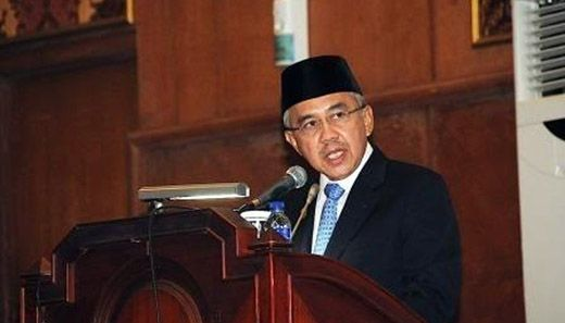 Gubernur Riau Arsyadjuliandi Rachman Terima Bintang Legiun Veteran