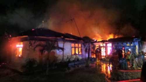 Kebakaran Hanguskan Rumah Seorang Warga di Jalan Amal Mulia Labuhbaru Timur Pekanbaru, Remaja 19 Tahun Berhasil Selamatkan 7 Penghuninya