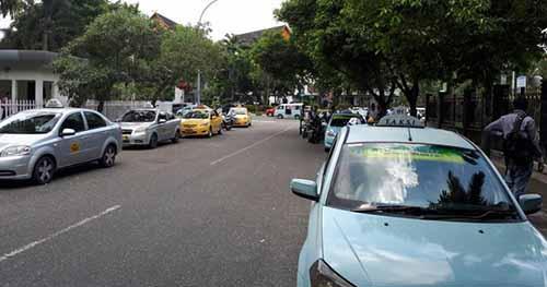 Sopir Taksi di Pekanbaru Demo Tolak Transportasi Berbasis Online