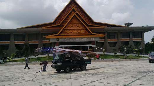 Menteri ESDM Ignasius Jonan Nobar Final AFF Bareng Masyarakat Riau