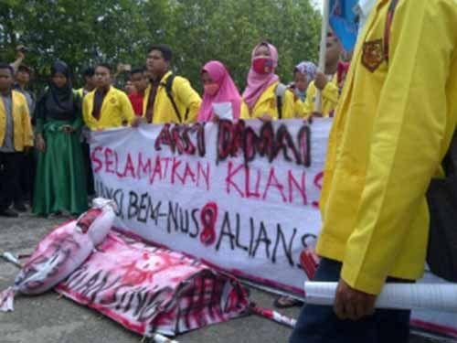 """Mahasiswa Kuansing Gelar Demo, """"Anggota DPRD yang Pemalas, Berhenti Saja!"""""""