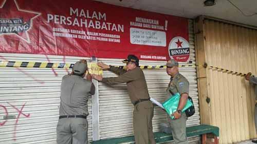 Delapan Gudang Penimbunan Sembako di Central Niaga Jalan Soekarno-Hatta Disegel Satpol PP Pekanbaru