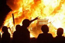 tetap-bandel-meski-sudah-diperingatkan-berkalikali-warga-kuansing-bakar-sebuah-kafe-yang-buka-di