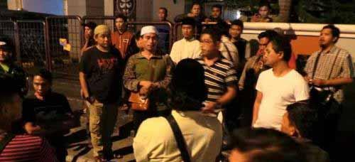 "Polisi dan Sejumlah Ormas Islam Terlibat ""Adu Mulut"" Sengit di Depan MP Club Pekanbaru"