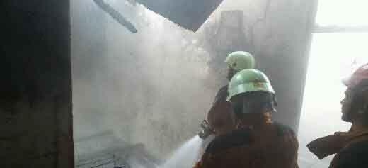 Rumah Milik Siagian di Jalan Sakuntala Pekanbaru Terbakar Usai Pemadaman Listrik