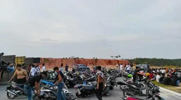 Jalan di Depan Kantor Wali Kota Pekanbaru Berubah Jadi Trek Balapan Liar Ratusan Remaja setelah ASN Selesai Berdinas