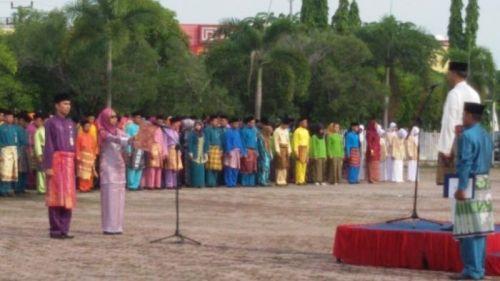 Pegawai Pemprov Riau Wajib Pakai Baju Melayu Setiap Jumat, Juga Diminta Berpantun...