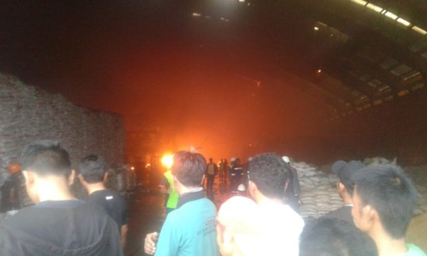 Kebakaran Landa Gudang Pengemasan Pupuk PT HABI di Perawang