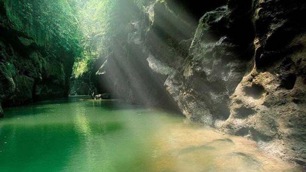 """Ayo Naik Sampan Susuri Indahnya Sungai Gulamo, <i>""""Green Canyon""""</i> Kebanggaan Riau"""