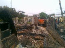 tragedi-memilukan-satu-keluarga-yang-tewas-terpanggang-di-sungai-pakning-ibu-tertimpa-reruntuhan