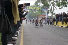 etape-pertama-itour-de-siaki-2019-disapu-bersih-pembalap-luar-negeri