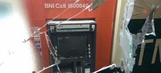 ATM BNI Jalan Banglas Selatpanjang Dirusak Orang Tak Dikenal
