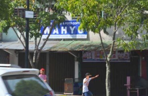 """Perang"" Antargeng Kembali Pecah di Dumai, Satu Mobil Avanza Hitam Jadi Sasaran Lemparan Baru"