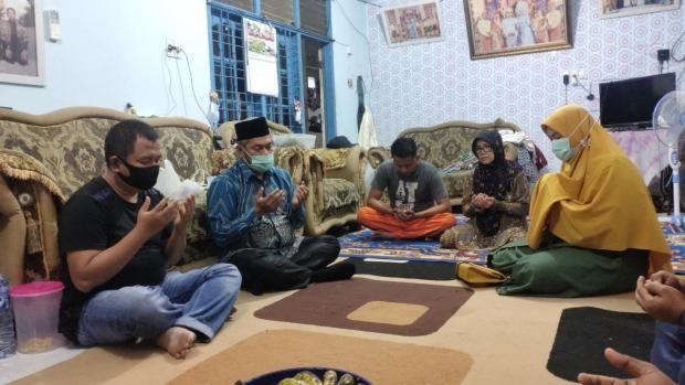Ucapkan Belasungkawa, Ketua DPRD Pekanbaru Kunjungi Rumah Duka Korban Sriwijaya Air SJ 182 Asal Rumbai Pesisir
