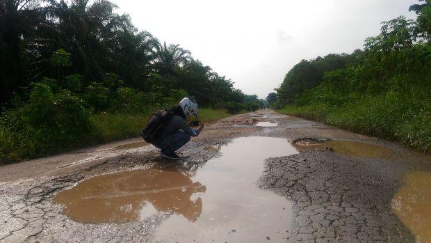 Ada Jalan bak Kubangan Kerbau, Pemkab Siak Tetap Ogah Lakukan Perbaikan