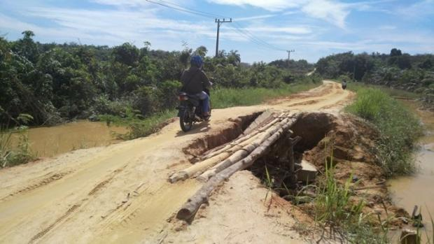 Jembatan di Jalan Badak Amblas, Aktivitas Warga di Dua Kelurahan Kota Pekabaru Nyaris Lumpuh