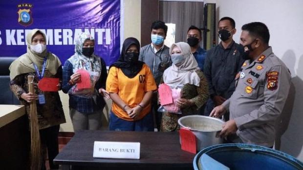 Terungkap Usai Autopsi, Seorang Ibu di Riau Aniaya Balita hingga Tewas Pakai Panci dan Sapu Lidi Lalu Dimasukkan ke Dalam Drum Berisi Air