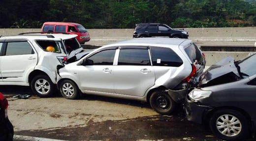 Empat Mobil Tabrakan Beruntun di Km 155 Desa Redangseko Jalan Lintas Timur Inhu