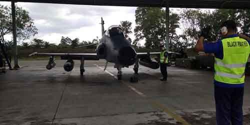 Lima Pesawat Tempur Skuadron 12 Lanud Roesmin Nurjadin Pekanbaru Latihan Kendalikan Rudal Maverick di Aceh