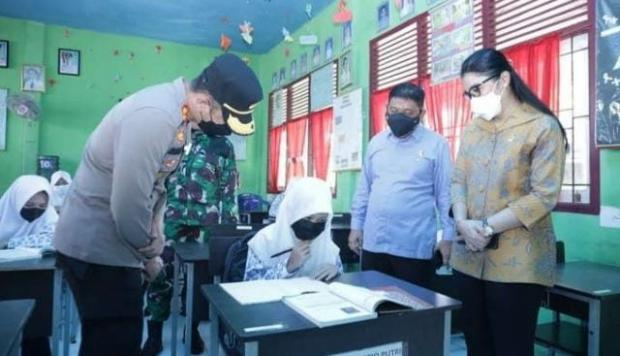 Momen-Momen Wakil Ketua DPRD Indragiri Hilir Memonitor Simulasi PTM