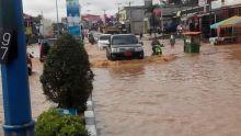 banjir-meluas-puluhan-desa-di-riau-terisolir