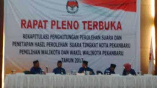 Rapat Pleno Rekapitulasi Pilkada Pekanbaru di Hotel Aryaduta Hanya Dihadiri Pasangan Firdaus-Ayat