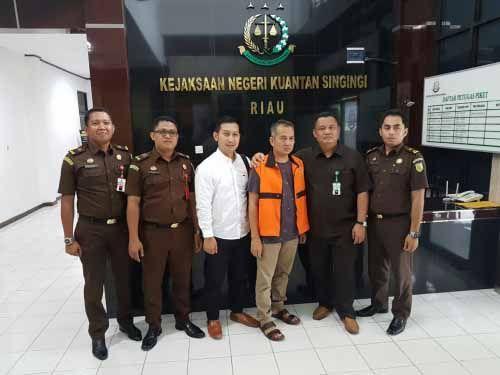 Mantan Bendahara CKTR Kuantan Singingi Ditahan Kejaksaan karena Diduga Terlibat Korupsi Pematangan Lahan Kantor Camat Pucukrantau