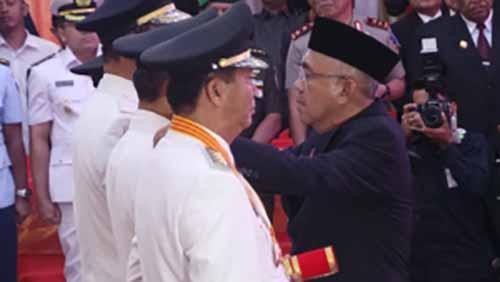 Pasangan Firdaus-Ayat Cahyadi dan Azis Zaenal-Catur Dilantik sebagai Bupati-Wabup Kampar & Wali Kota-Wakil Wali Kota Pekanbaru