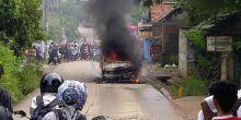 main-korek-api-seorang-bocah-tewas-terbakar-dalam-mobil-di-kandis