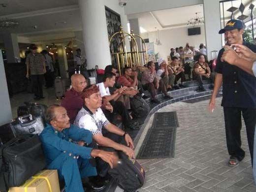 Anggota BPD se-Kampar yang Mengikuti Bimtek Terlantar di Bandara Lombok Tak Bisa Pulang