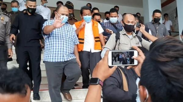 Ditetapkan sebagai Tersangka Kasus Dugaan Korupsi saat Bertugas di Siak, Sekdaprov Riau Yan Prana Langsung Ditahan Kejati