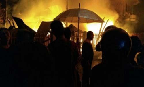 Rumah Tempat Produksi Kue Pernikahan Warga Tionghoa di Selatpanjang Terbakar Dini Hari Tadi, Pemiliknya Sedang Hadiri Resepsi Pernikahan di Pekanbaru