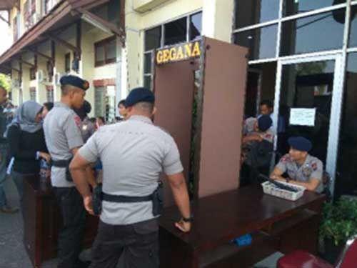 Sidang Vonis Kasus Dugaan Suap APBD Riau: Akses Jalan Ditutup, PN Pekanbaru Dijaga Ketat Ratusan Polisi Bersenjata, Pintu Masuk Dipasangi <i>Metal Detector</i>