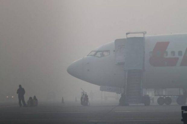 Kabut Asap Lumpuhkan Bandara Pekanbaru, Pejabat Kemendagri Batal Memberi Pembekalan kepada Aktivis Ormas dan LSM di Riau