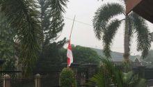 kibarkan-bendera-merah-putih-setengah-tiang-cara-zul-kadir-menggugah-pemerintah-pusat-agar